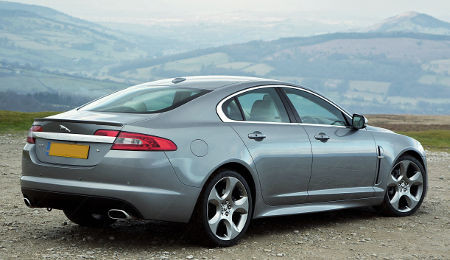north cotswold taxis travel in a luxury executive jaguar xf, arrive in style
